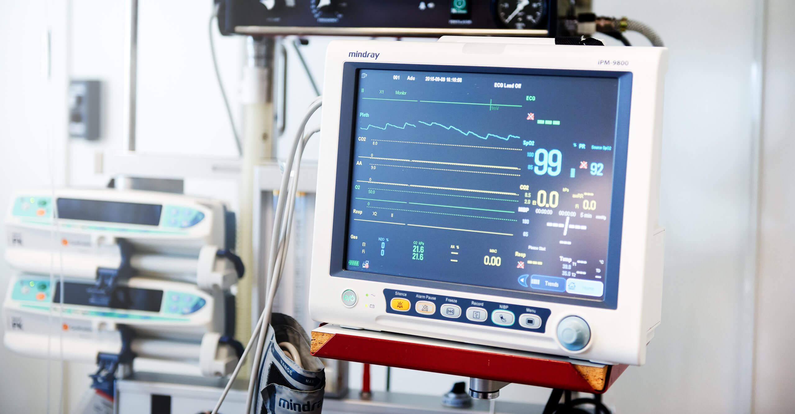 Utrustning i behandlingsrum på Nordiska Kliniken
